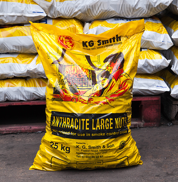 Anthracite large nuts (large bag).